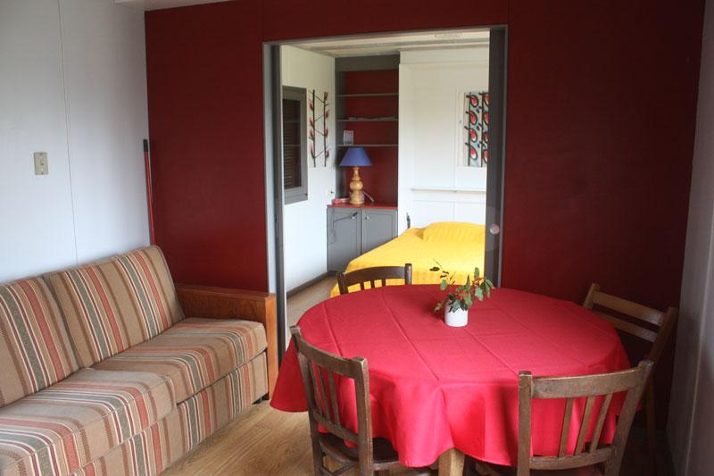 interieur-chalet-rouge
