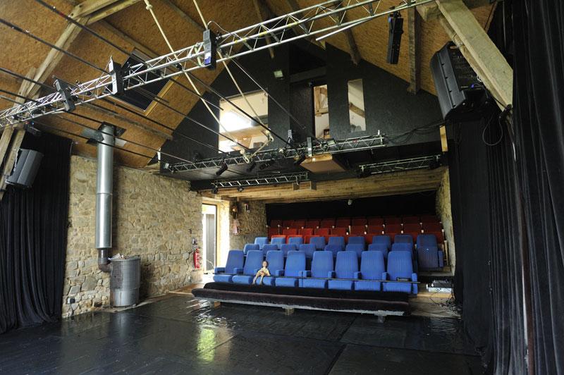 Salle-de-spectacle-gradin